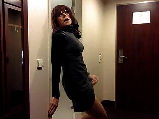 Masturbação tranny no vestido de escritório