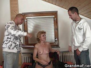 Sexy avó dupla penetração