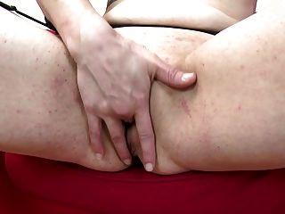 Mamã sexy do puma com impulso sexual forte