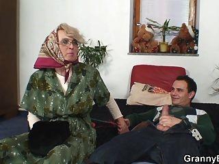 Mulheres velhas começ sua vagina bald slammed