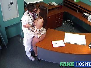 Injeção de carne dos médicos do fakehospital facilita pacientes curvy bac