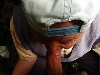 Vovô de 80 anos me chupa