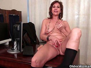 Mulher de negócios masturba-se em meia-calça