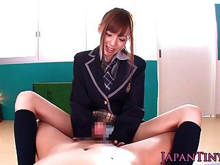 Pequena japonesa schoolgirl pov wanks e suga um galo