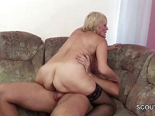 Neto seduzir granny loira para foder e cum