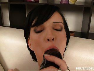 Grande pussy dildo e jogo anal