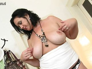 Mãe sexy com vagina com fome