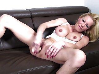 Mamã madura quente da vagabunda com boobs grandes e boceta sedento