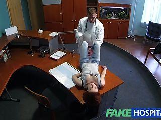 Fakehospital petite redheads habilidades sexuais faz doutor cum