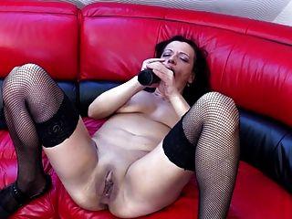Suja velha mãe com muito sedento pussy