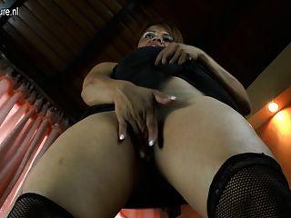 Mãe amadora espanhola com puta peluda