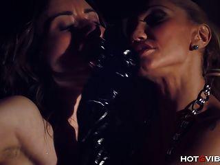 Femdom amarrado lesbian squirting