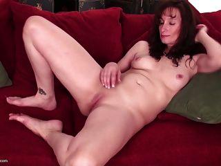 Madura mãe madura com vagina com fome