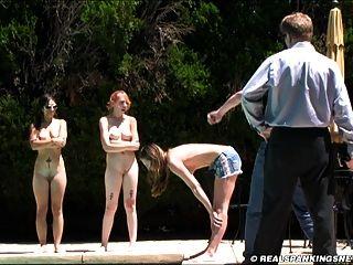 Três, menina, nu, punição, exterior