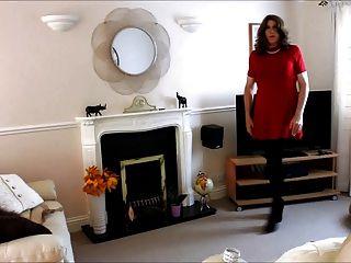 Alison em seu vestido vermelho e pantyhose mais spunk