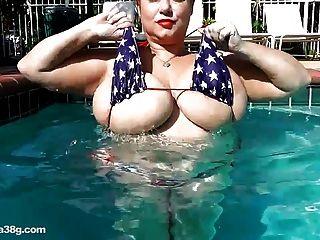 Bbw superstar samantha 38g joga com grandes mamas na piscina