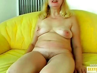 Oma (68) tem um sorriso e uma dick