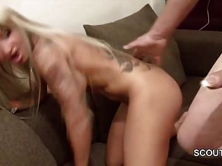 Alemão 18yr velho adolescente fode com o homem mais velho em casa
