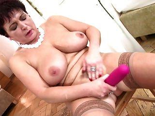 Madura mãe madura perfeita com bichanos molhados