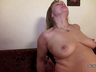 Mamãe alemã e papai fodem primeira vez anal depois olhar pornô