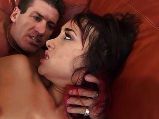 Enchendo a bunda e ela fica martelada como uma prostituta