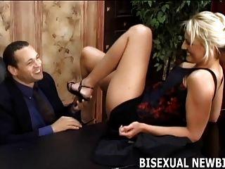 Eu acho que é hora de uma pequena experimentação bissexual
