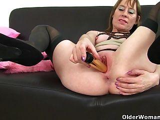 British milfs sexy p e diana em meias com suspensórios