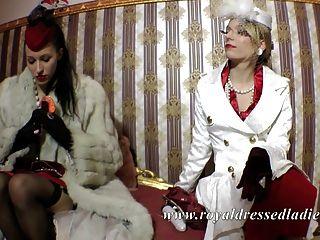 Elegante lésbicas senhoras longo vestido de cetim de pele de raposa