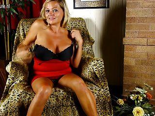 Mamãe sexy busty precisa de uma boa foda