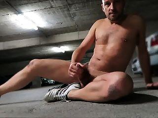 Str8 stroke e cum na garagem