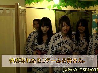 Japanese babe jerking em grupo