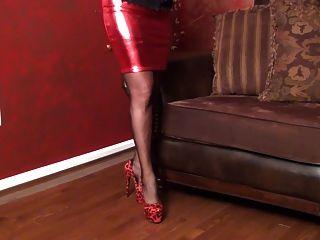 Saia vermelha quente e corset abaulamento