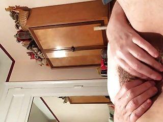 Vovó esfregando sua buceta molhada