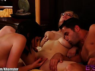 Casal convidar um bebê sensual para o quarto