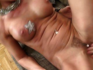Mãe sexy chupar bolas e fode big cock jovens