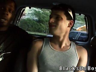 Nikola jovovich é fodido por dois caras negros