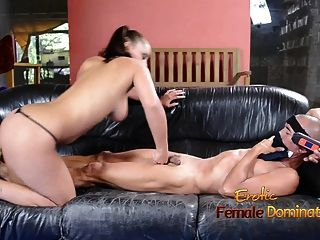 Wide hipped lisa ballbusting um estilo freak femdom