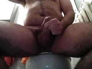 Puxar e cum no banheiro 29 03 2015