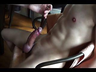 Arruinou orgasmos repetidamente na cadeira bondage