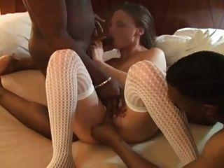 Esposa amadora fode dois cravos pretos