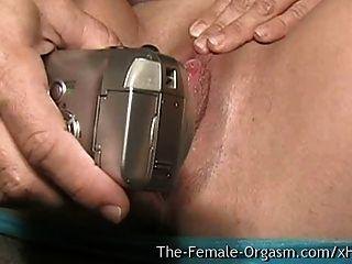 Milf com mamas grandes e vagina molhada carnuda masturbando selfie