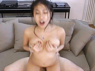 A rainha anal francesa do asian sharon tem o sexo com um freak parisiense