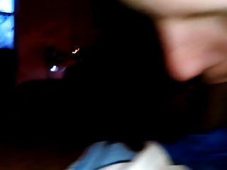 Garota loira deepthroating e engolir bbc
