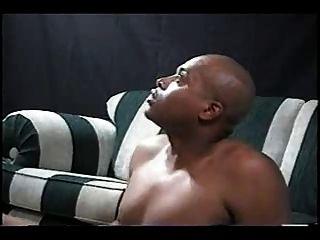 Mulher loura do sul é fodida e creampied pelo homem negro