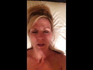 Sexy hot milf grava-se cumming enquanto fala sujo