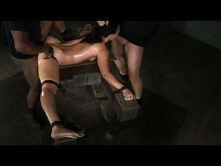 Slut ligado em splits e bbc creampied