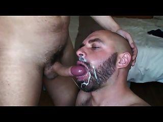 Gajos gays bebendo grandes cargas de cum