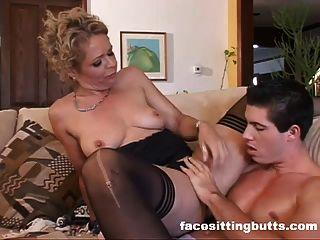 Mamãe madura fode stud jovem