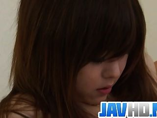 Beleza japonesa rachando seu bichano molhado em ação desagradável