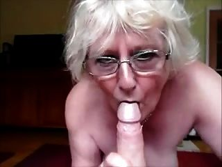 Granny fazendo um blowjob perfeito